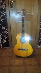 Продам гитару б/у HORA